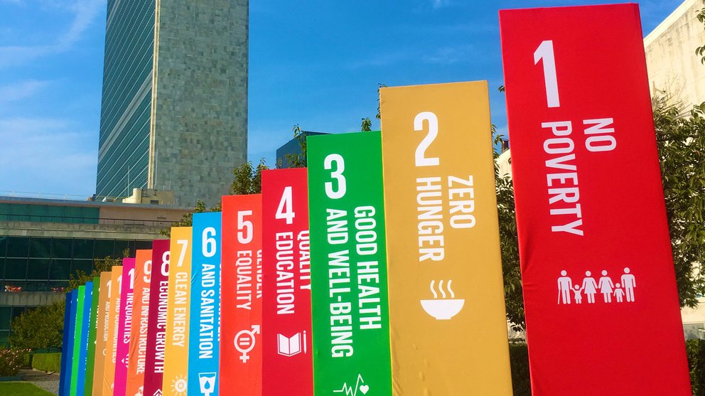 SDG Flags UN building NY 2019 - 16:9